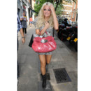 Pixie Lott raide dingue de son sac Miu Miu