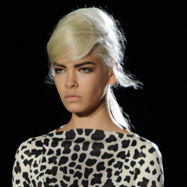 Marc Jacobs revisite le cat eyes dans une version plus sixties. Style néo-bourgeoise assuré !