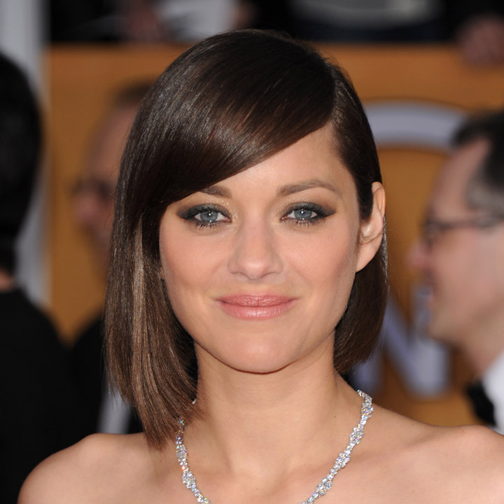 marion cotillard carr ondul chignon ses plus belles coiffures asym trique beaut. Black Bedroom Furniture Sets. Home Design Ideas