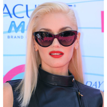 Gwen Stefani lunettes de soleil papillon rouge à lèvres one shoulder Teen Choice Awards 2012