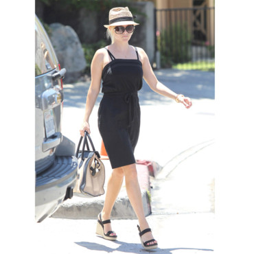 Reese Witherspoon en petite robe noire