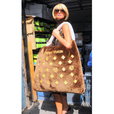 Paris Hilton et son sac Louis Vuitton
