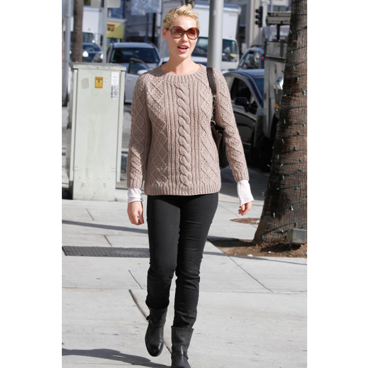 ef9d4ad19921b Shopping   un look cool chic comme Katherine Heigl   Katherine Heigl en pull  Gérard Darel - Mode Plurielles.fr