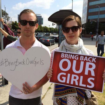 #BringBackOurGirls @rescueourgirls a mis sur son profil Twitter une photo d'Anne Hathaway engagée.