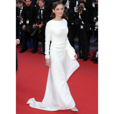"Marion Cotillard en Christian Dior pour la montée des marches de ""The Immigrant"" de James Gray au Festival de Cannes le 24 mai 2013."