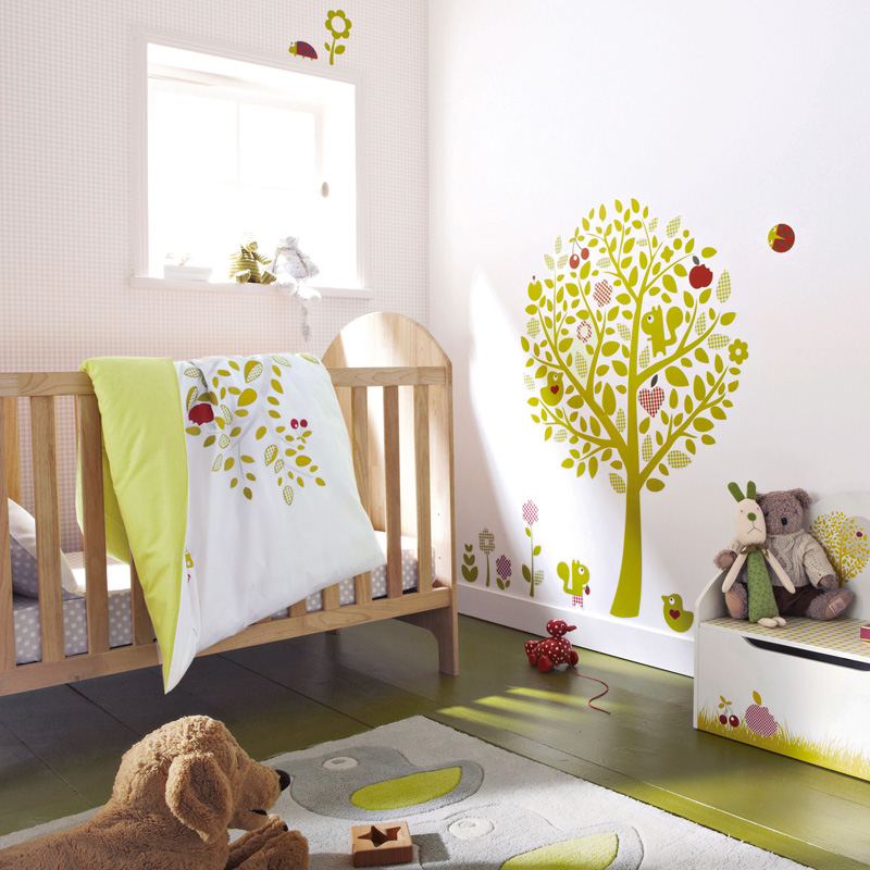 chambre d 39 enfant 7 pi ces de mobilier indispensables pour b b maman. Black Bedroom Furniture Sets. Home Design Ideas
