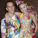 Miley Cyrus et Jeremy Scott pour leur collaboration à la collection printemps-été 2015 lors de la Fashion Week de New York.