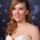 Scarlett Johansson se fait poignarder dans un biopic sur Alfred Hitchcock
