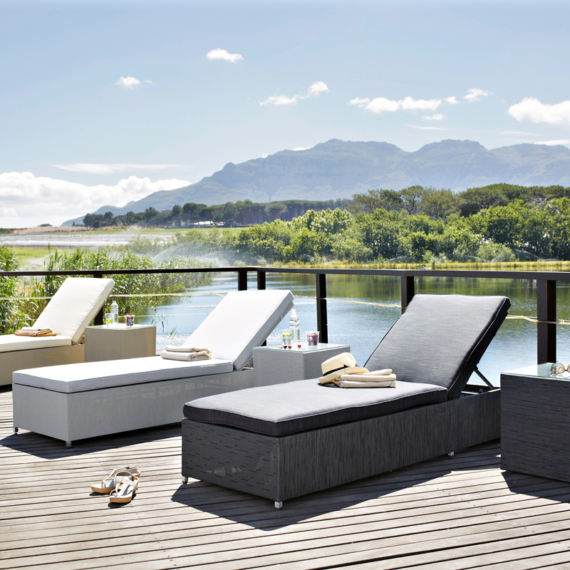 maisons du monde 32 ambiances outdoor d couvrir bains de soleil ibiza maisons du monde. Black Bedroom Furniture Sets. Home Design Ideas