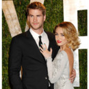 Miley Cyrus en couple avec Liam Hemsworth soire Vanity Fair post Oscars 2012 coiffure choucroute