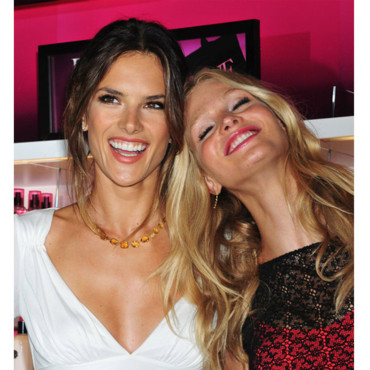 Erin Heatherton et Alessandra Ambrosio Les mannequins Victoria's Secret à la Fashion Night Out de News York