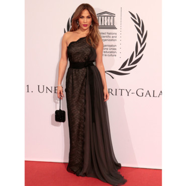 jennifer lopez en robe de soir e lanvin au gala de l 39 unesco mode. Black Bedroom Furniture Sets. Home Design Ideas