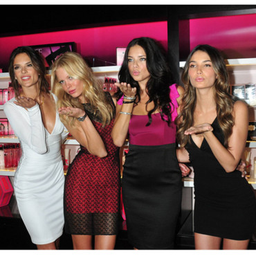 Erin Heatherton, Lily Aldridge, Adriana Lima et Alessandra Ambrosio Les mannequins Victoria's Secret à la Fashion Night Out de News York