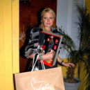 Paris Hilton en shopping chez Louboutin