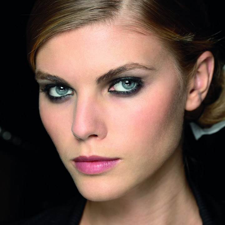 Tendance maquillage 2010 le smoky eyes black et brun smoky eyes look shiseido beaut - Maquillage smoky eyes ...