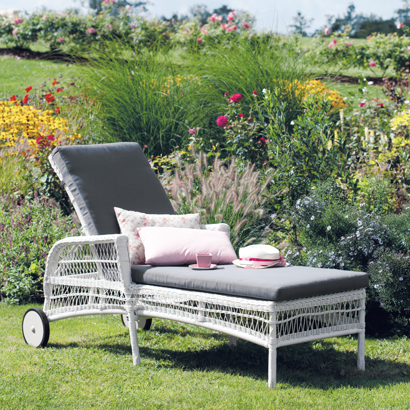 maisons du monde 32 ambiances outdoor d couvrir bain de soleil emily maisons du monde. Black Bedroom Furniture Sets. Home Design Ideas