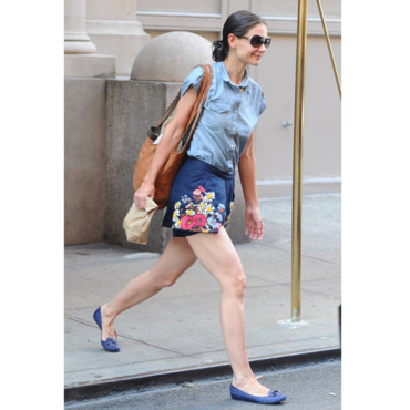 Katie Holmes et sa jupe fleurie-New York