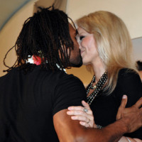 Photo : le baiser d'Adriana et Christian Karembeu