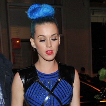 Katy Perry coloration bleue chignon boule concert au Montana Club Paris mars 2012