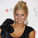 Jessica Simpson : le chignon tu t'attacheras