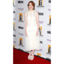 Emma Stone en robe vaporeuse Jonathan Saunders pour le Hollywood Film Awards 2011