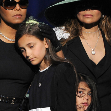 Paris Katherine Jackson, la fille de Michael Jackson, mue dans les bras de sa tante 