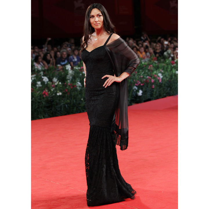 monica bellucci ses plus beaux looks sur tapis rouge monica bellucci radieuse dans sa robe. Black Bedroom Furniture Sets. Home Design Ideas