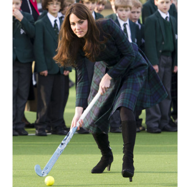 Kate Middleton joue au hockey
