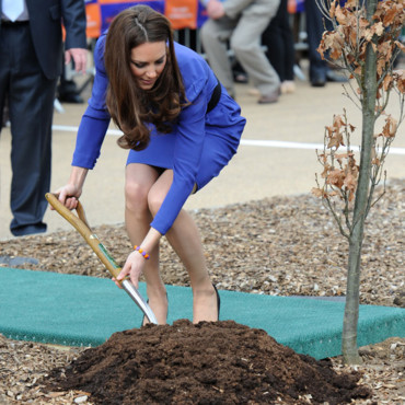 Kate Middleton plante un arbre
