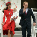 Kate Middleton, le prince William et George à leur arrivée à l'aéroport de Wellington lundi 7 avril 2014.