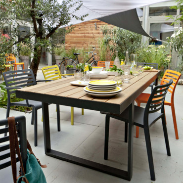 table pour terrasse table de lit. Black Bedroom Furniture Sets. Home Design Ideas