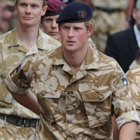 Photo : le prince Harry juste avant de recevoir sa premire mdaille militaire