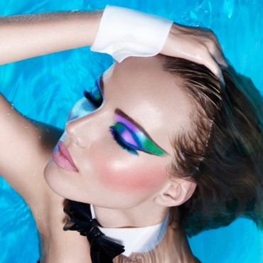 Aqua graphic look Make Up for Ever