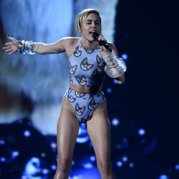 Miley Cyrus aux American Music Awards le 24 novembre 2013 à Los Angeles