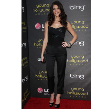 Ashley Greene en look Donna Karan