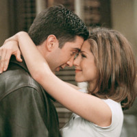 Photo : Jennifer Aniston et David Schwimmer dans la série Friends