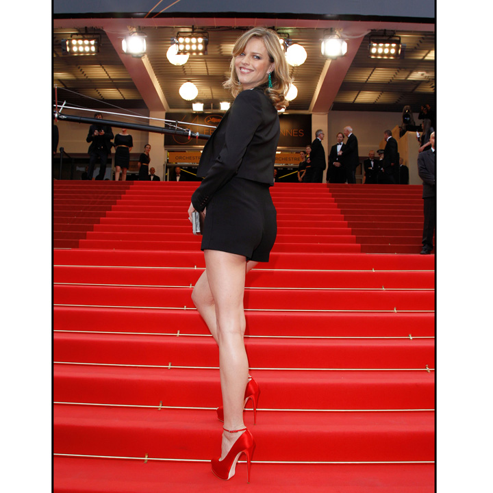 eva herzigova et ses gambettes xxl au festival de cannes mode. Black Bedroom Furniture Sets. Home Design Ideas