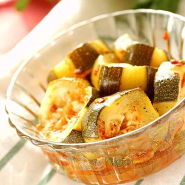 Salade tunisienne piquante aux courgettes