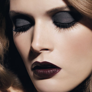 Smoky Eyes : le look Noirs Obscurs de Chanel