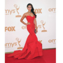 Nina Dobrev aux Emmy Awards 2011ab