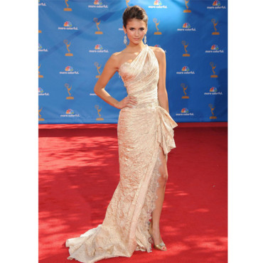 Nina Dobrev aux Emmy Awards en 2010
