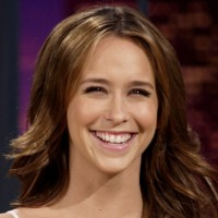 Jennifer Love Hewitt a le sourire