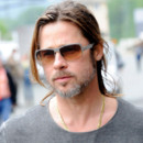 Brad Pitt et sa demi queue de cheval