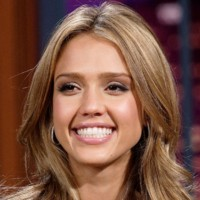 Jessica Alba tout sourire