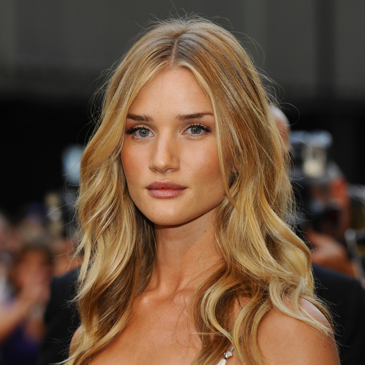 rosie huntington whiteley et son wavy blond miel londres beaut. Black Bedroom Furniture Sets. Home Design Ideas