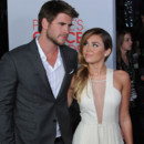 Miley Cyrus coiffure one shoulder et Chris Hemsworth People's Choice Awards juillet 2012