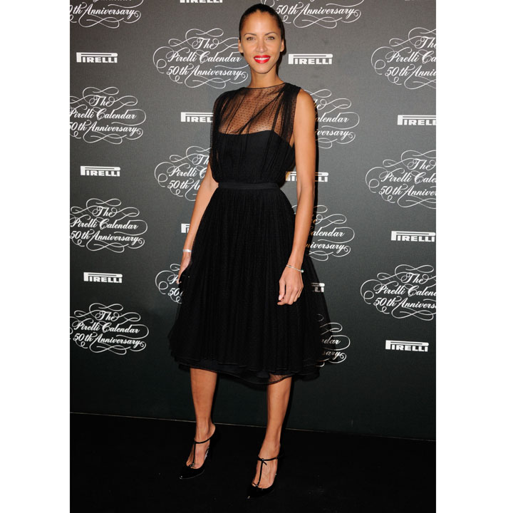 look du jour no mie lenoir splendide en black dress aux 50e calendrier pirelli mode. Black Bedroom Furniture Sets. Home Design Ideas