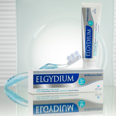 Dents blanches avec Elgydium dentifrice anti-tache