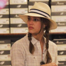 Jessica Alba tresses et Chapeau shopping  Amalfi en Italie juillet 2012