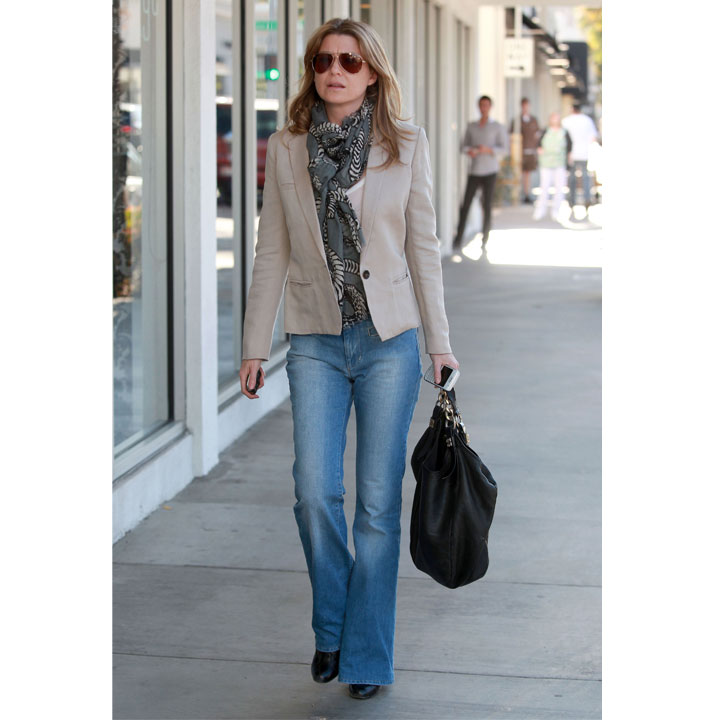 ellen pompeo et son look casual chic mode. Black Bedroom Furniture Sets. Home Design Ideas